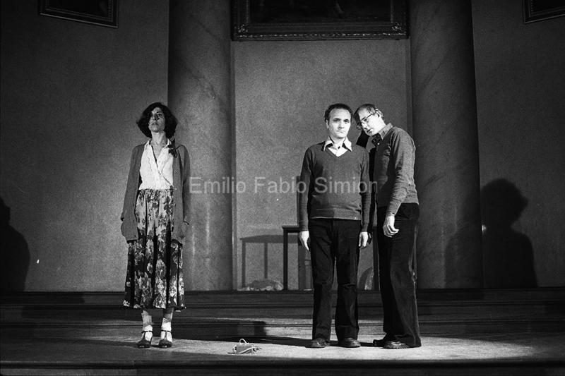 """Concerto Zaj, Alzare le braccia. """"Rumore di fondo"""". Aula Magna dell'Università di Pavia, 1978"""