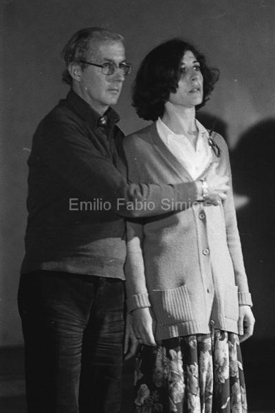 """Concerto Zaj: Il cavaliere con la mano al petto , """"Rumore di fondo"""". Aula Magna dell'Università di Pavia, 1978"""